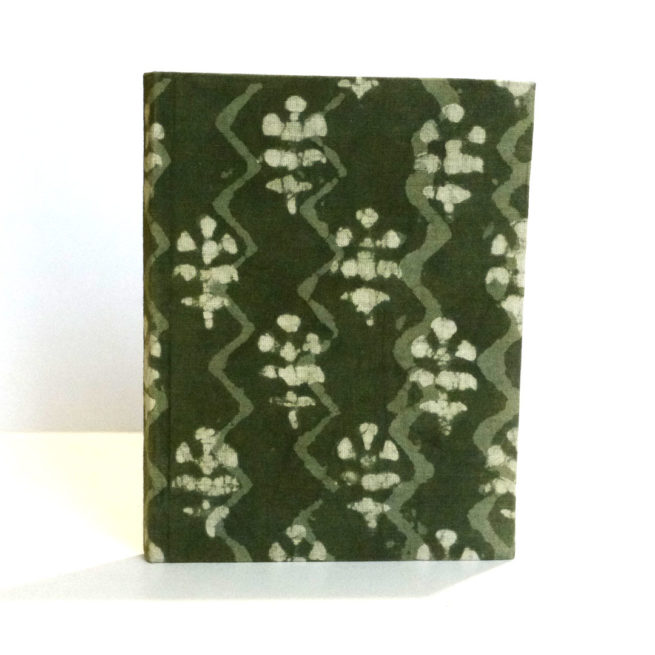 Petit carnet de note Batik vert - Vue debout - Lokanga